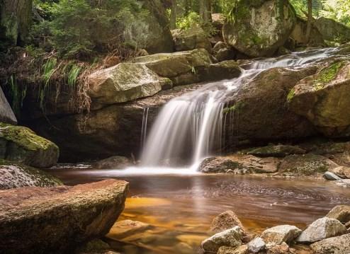 長時間露光の定番の美しい水流